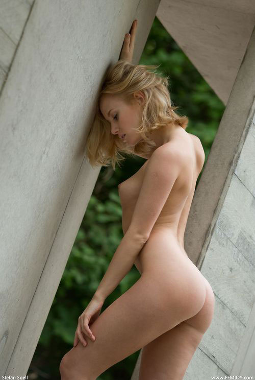 露出するその全裸は皆んなに見られたいため!?