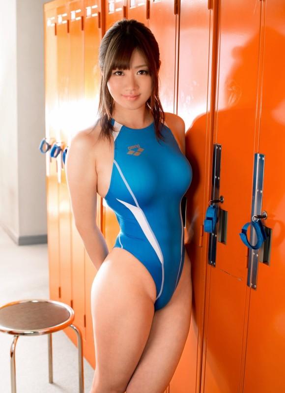 水泳部に入ればこんなエロい競泳水着が見れたのか…w