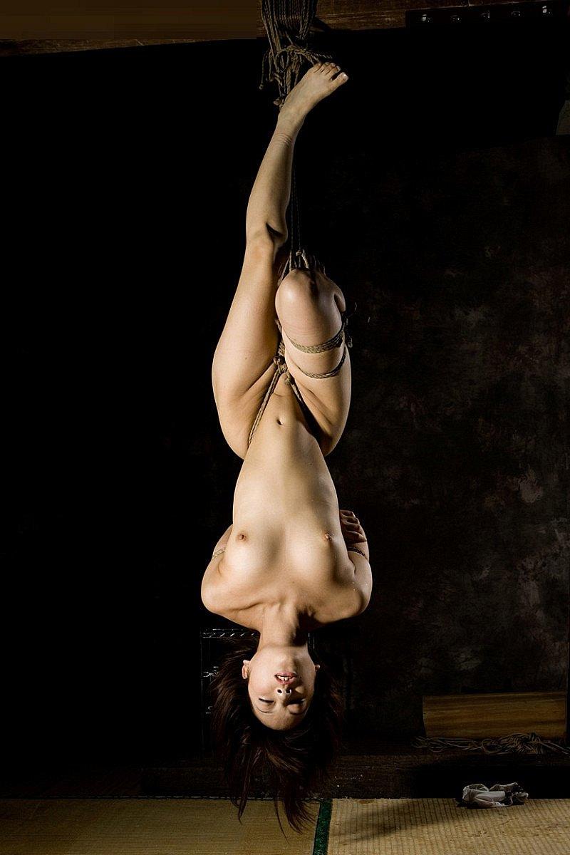 熟女 緊縛 吊り 12.スレンダーなお姉さんの体に食い込む縄がセクシーだ!