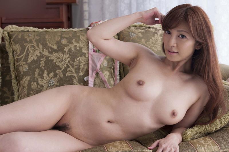 スタイル抜群の美熟女の全裸がエロい!