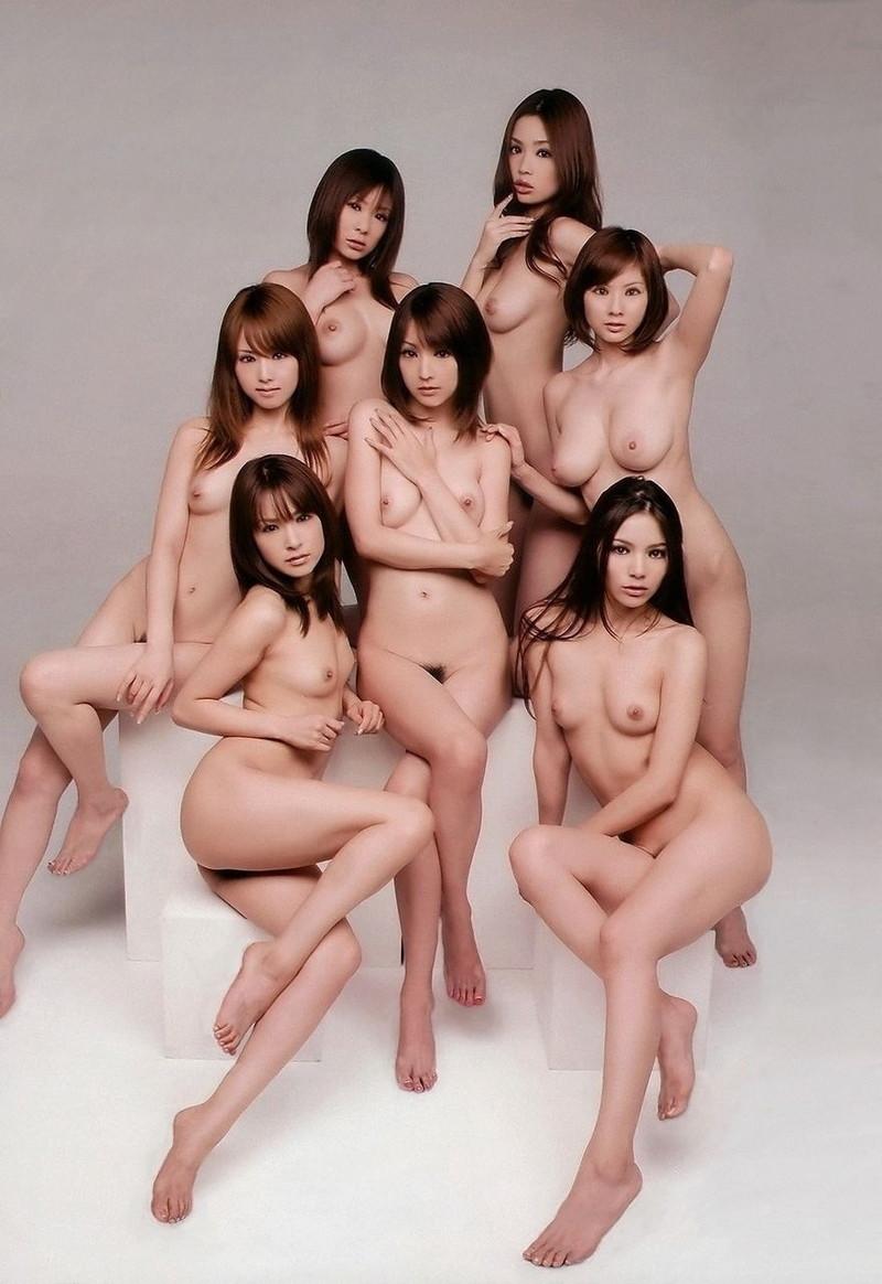 7人の全裸をまとめてみれる!