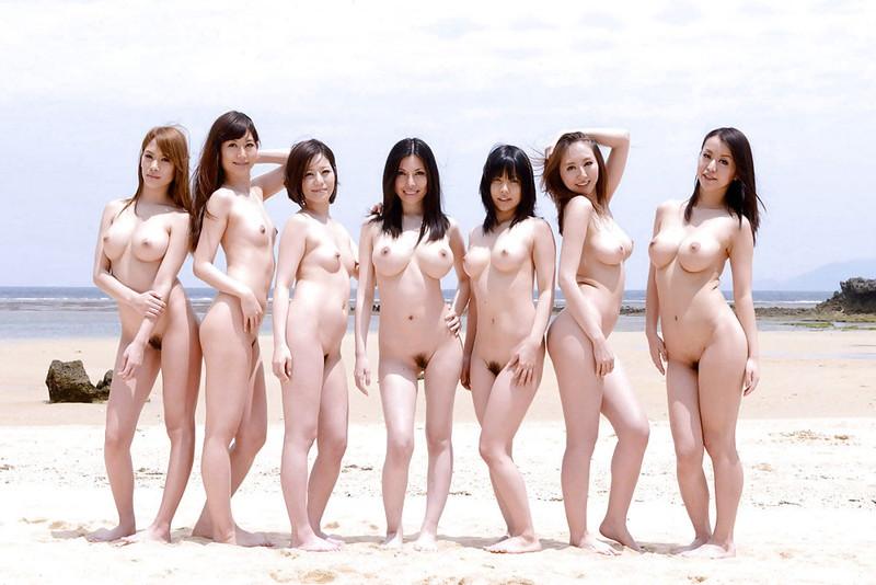 ビーチで皆んなが全裸なんて…