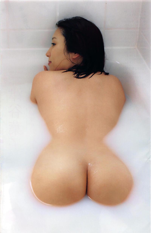 お風呂から出てきた美尻がエロすぎ!