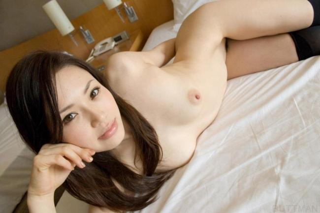 美白美女のエロい全裸!