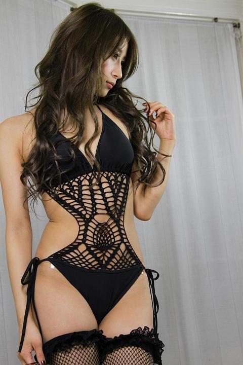 黒のセクシーな下着がエロすぎるお姉さん!