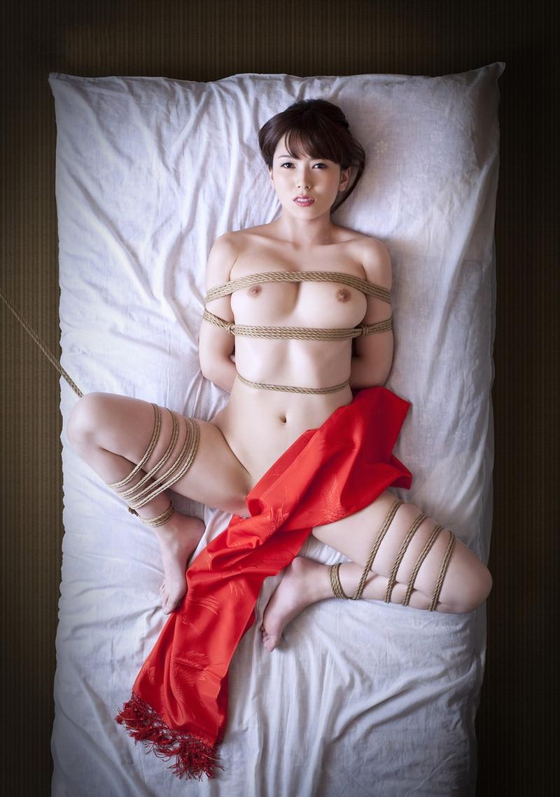 波多野結衣さんの美白のお肌に食い込ます縄!
