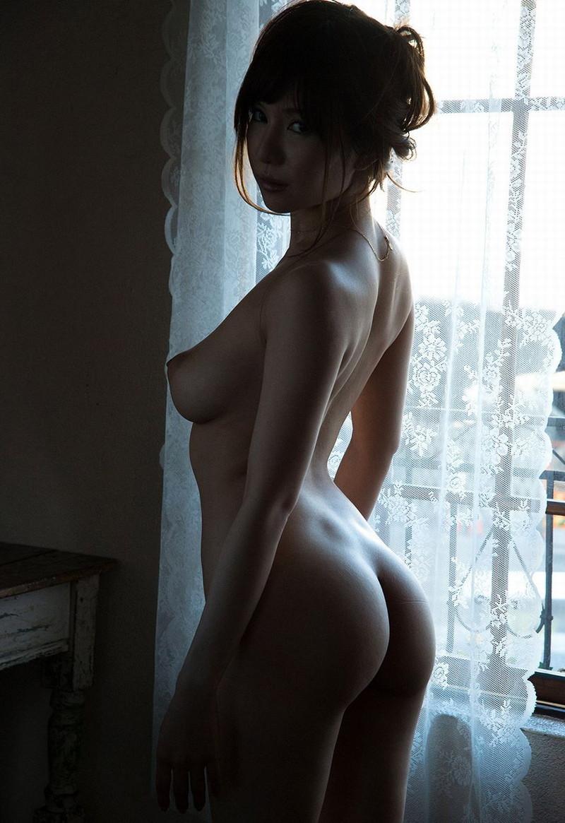 綺麗な背中と美尻がエロい!