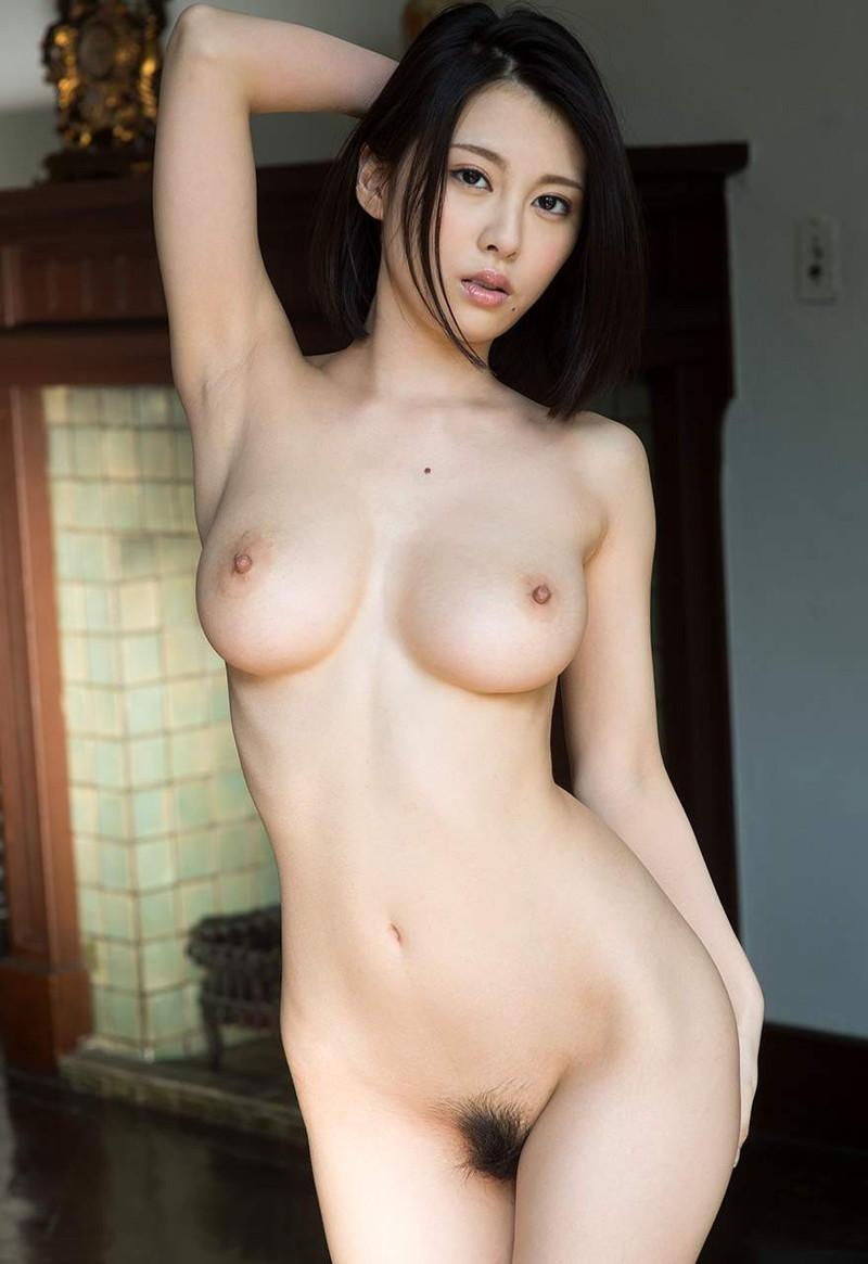 美女の巨乳がエロい全裸姿!
