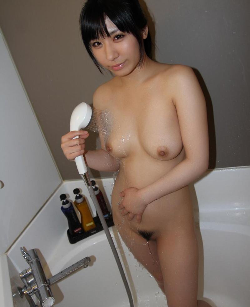シャワーを浴びてる美女の全裸がエロい!