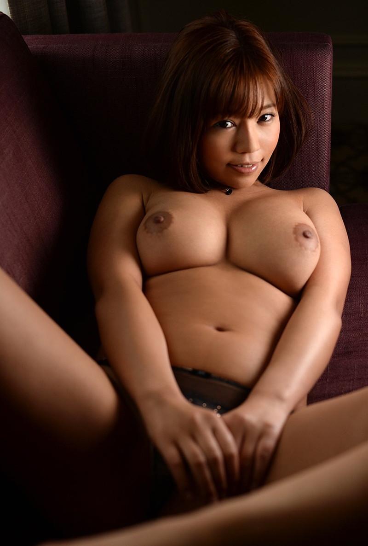トップレス美女のムチムチ巨乳!