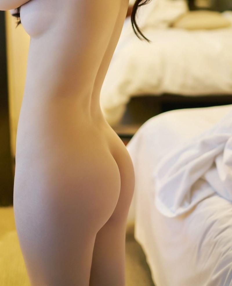 綺麗な背中からの美尻の曲線美!