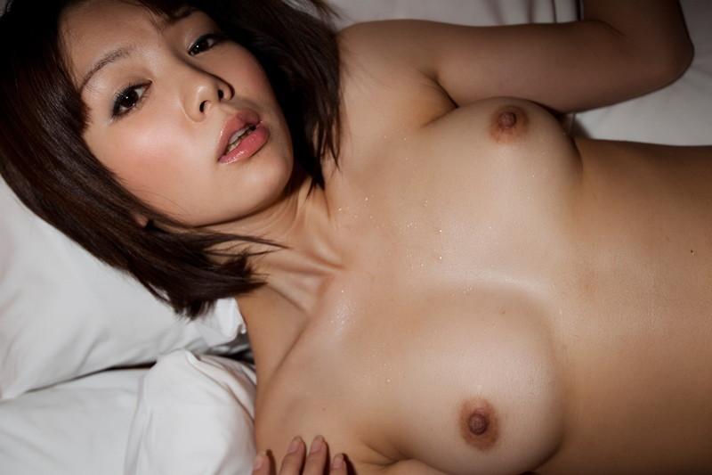 ショートカット美女の美乳!