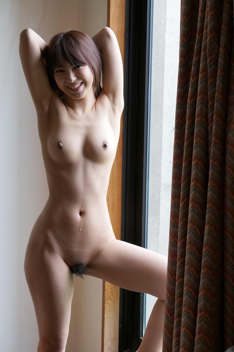 腕上げ美女の全裸姿!