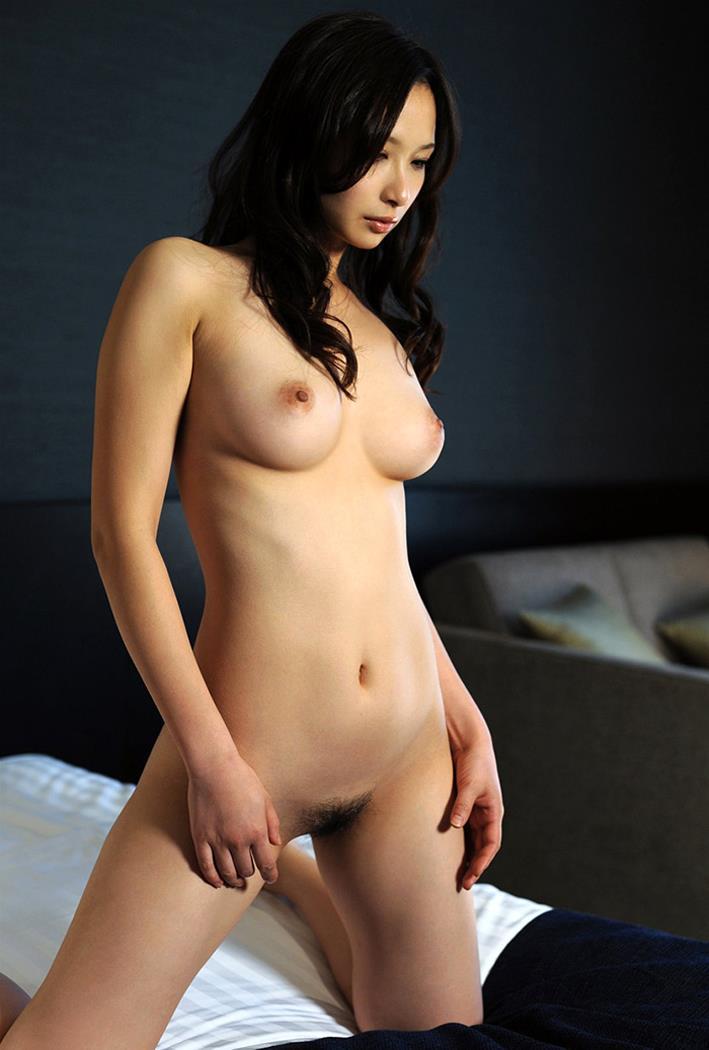 美女の全裸にそそられっぱなし!
