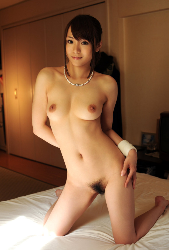 スレンダーな美女の全裸姿!