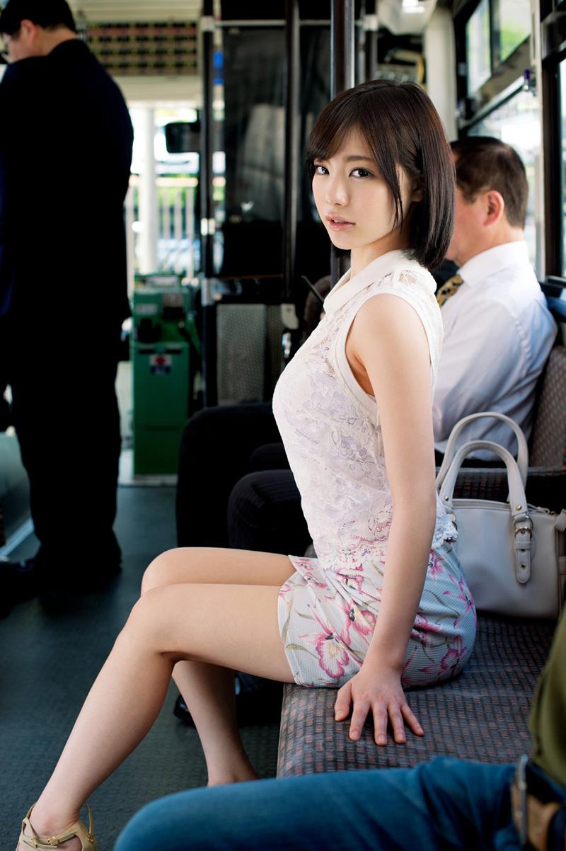 ミニスカートがエロい鈴村あいりさん!