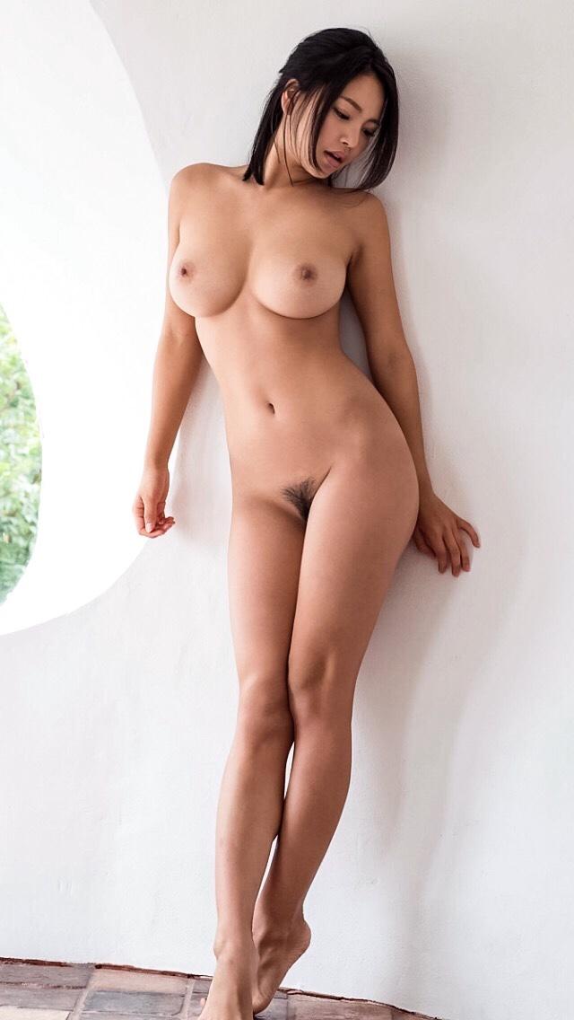 美女の巨乳とクビレがエロすぎ!