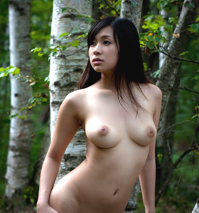 小倉奈々さんのスタイル抜群の全裸!