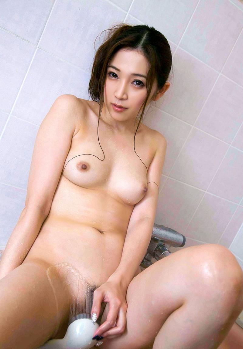 美女のシャワーオナニー!?