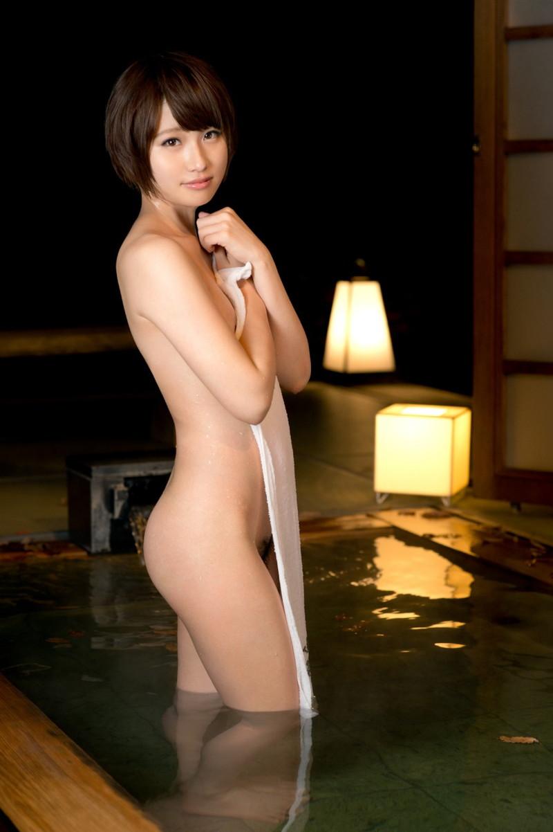 美少女の温泉に浸かる姿に…