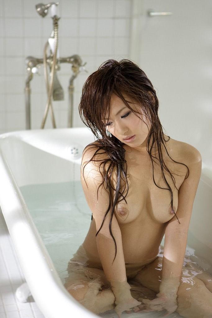 濡れた黒髪がセクシーです!