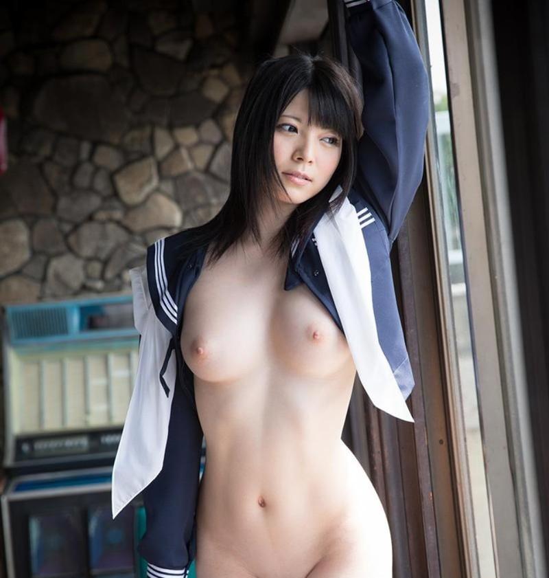 上原亜衣さんのセーラー服がエロい!