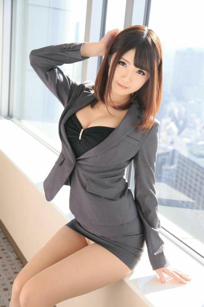 セクシーな美女のタイトスカート!