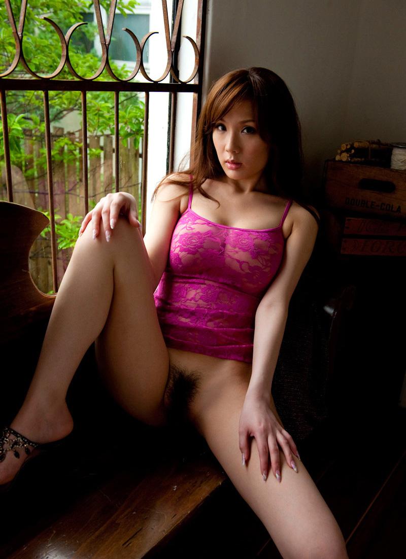 下半身裸の美熟女!