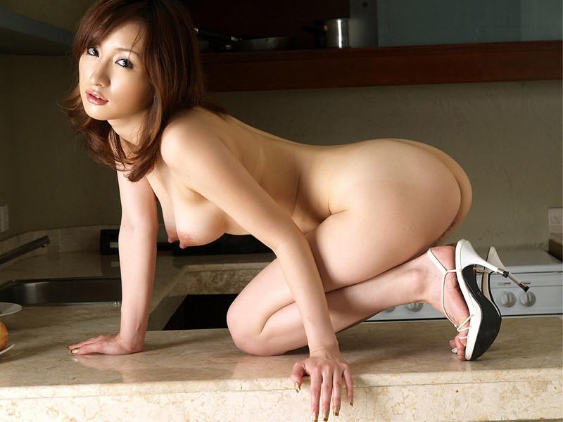 美女の横アングルで見る全裸!