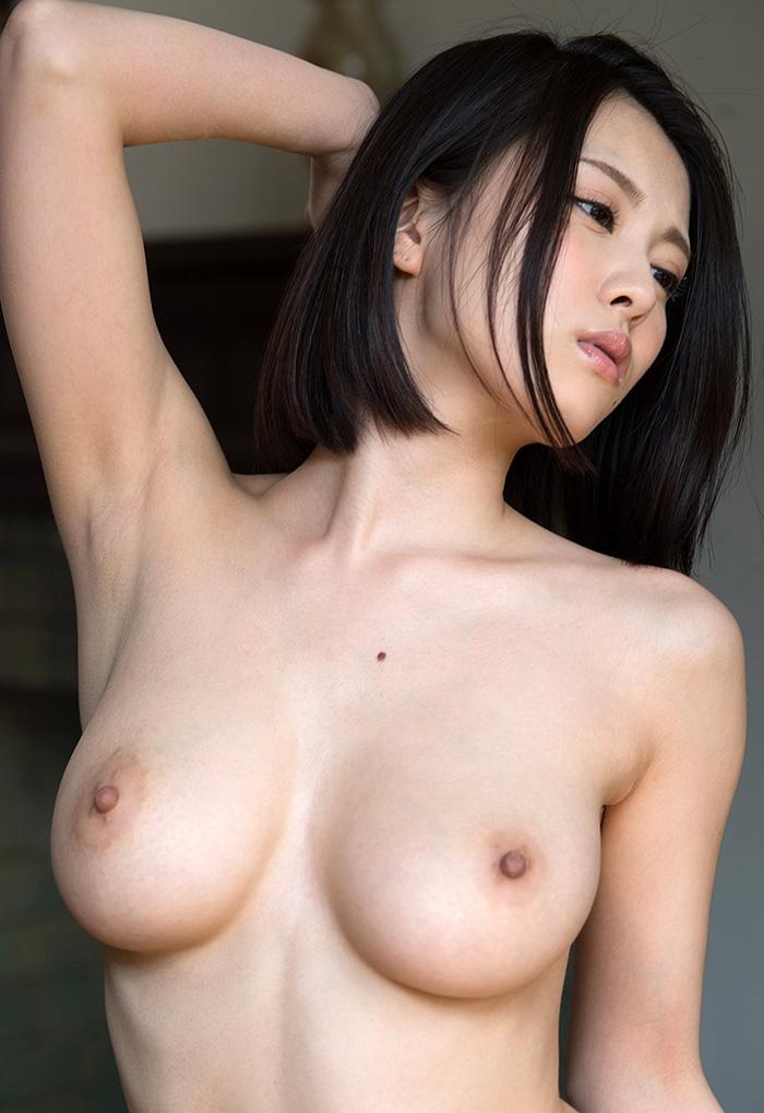 そそる綺麗な腋と美乳!