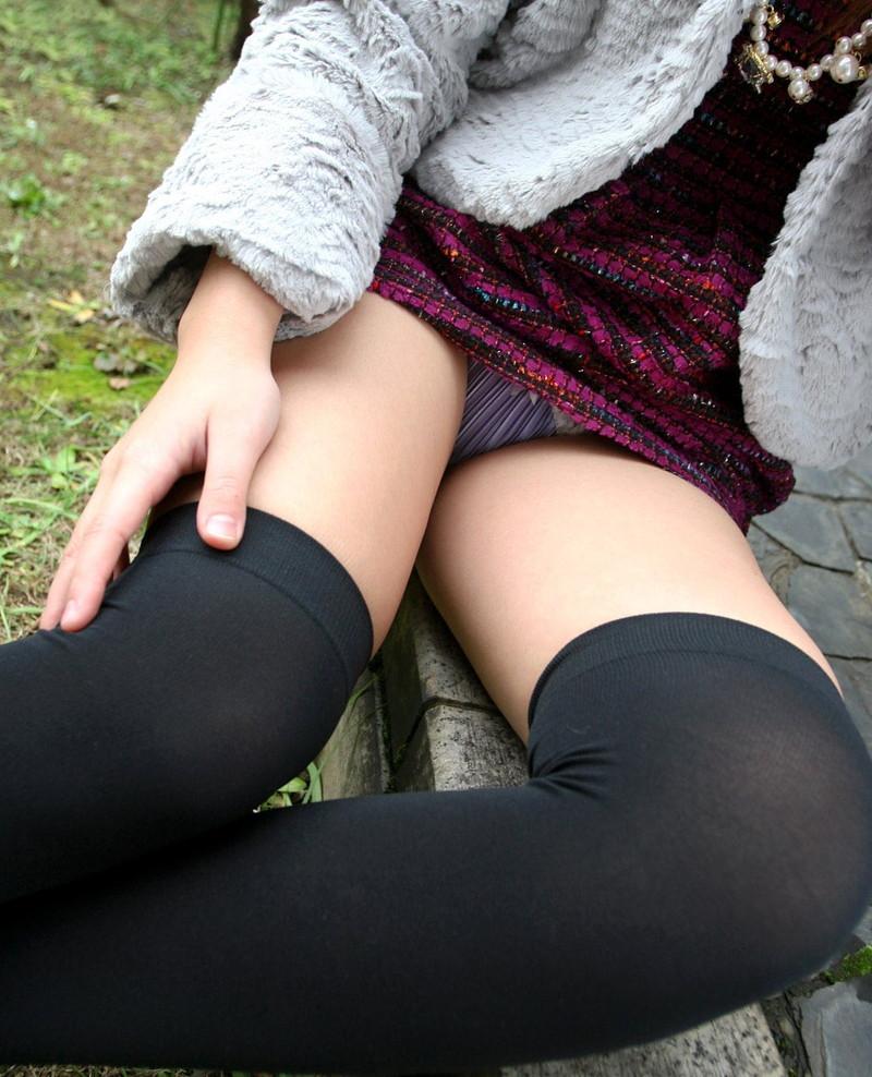 ミニスカートから見えるパンチラ!
