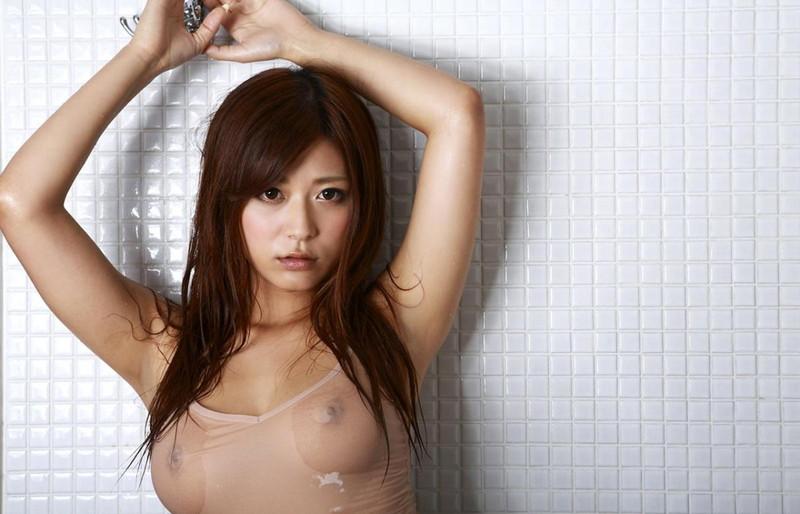 佐藤遥希さんの濡れスケキャミソール!