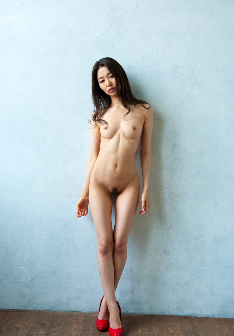 スレンダー美女の全裸がセクシー!