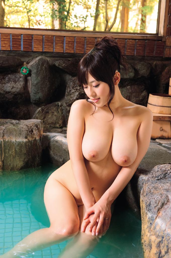 爆乳お姉さんの入浴シーン!