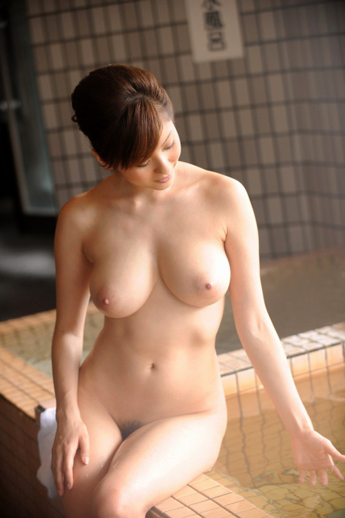 巨乳美女の入浴シーンが堪らない!