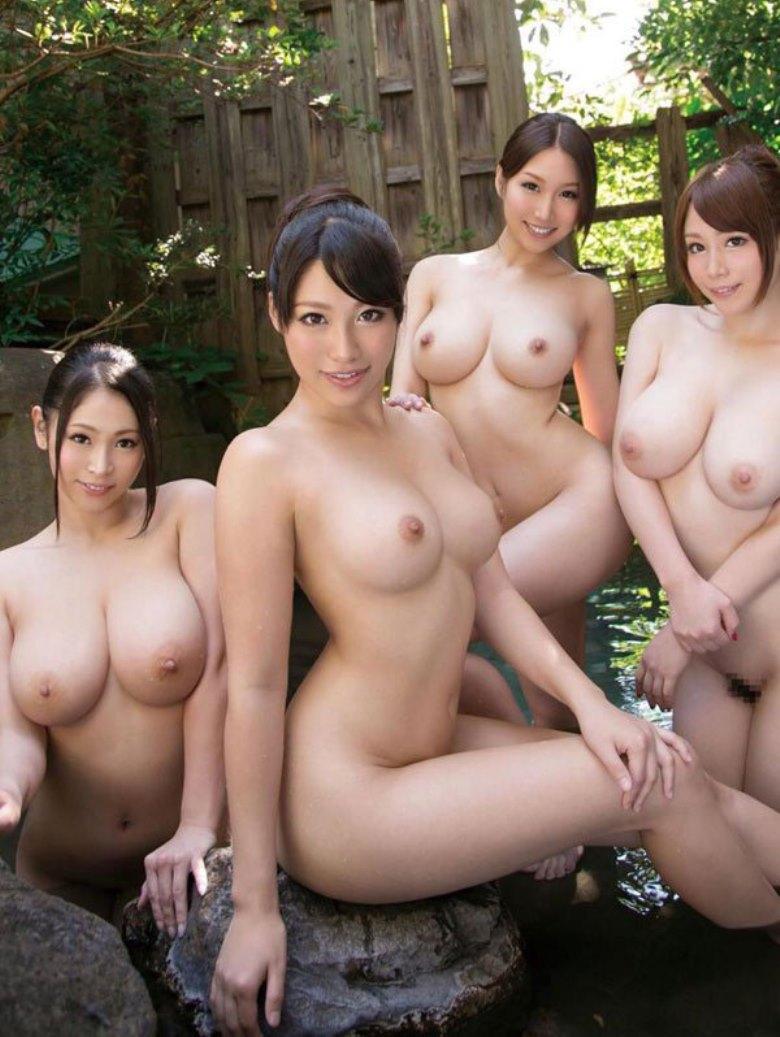 巨乳美女達4人が一緒にお風呂に…