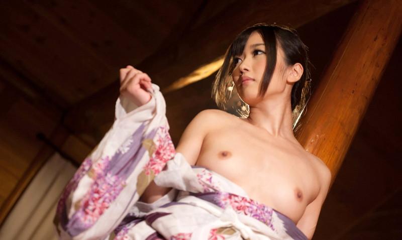 大槻ひびきさんの半脱ぎの浴衣姿!