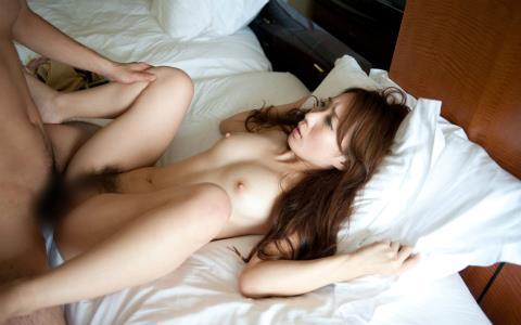 全裸で正常位中の美女!