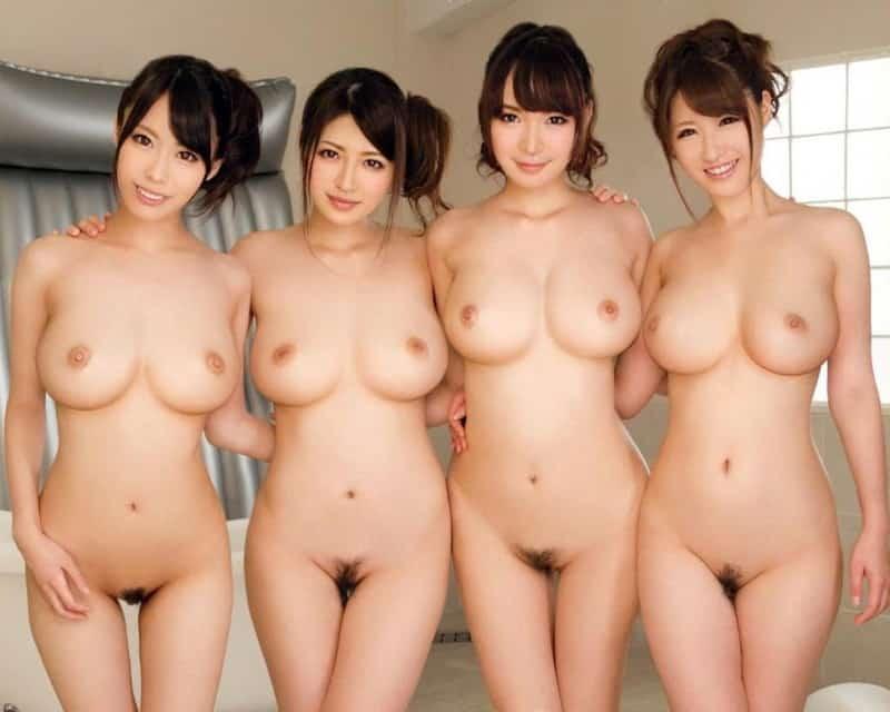 3人の美女の全裸での集合写真!