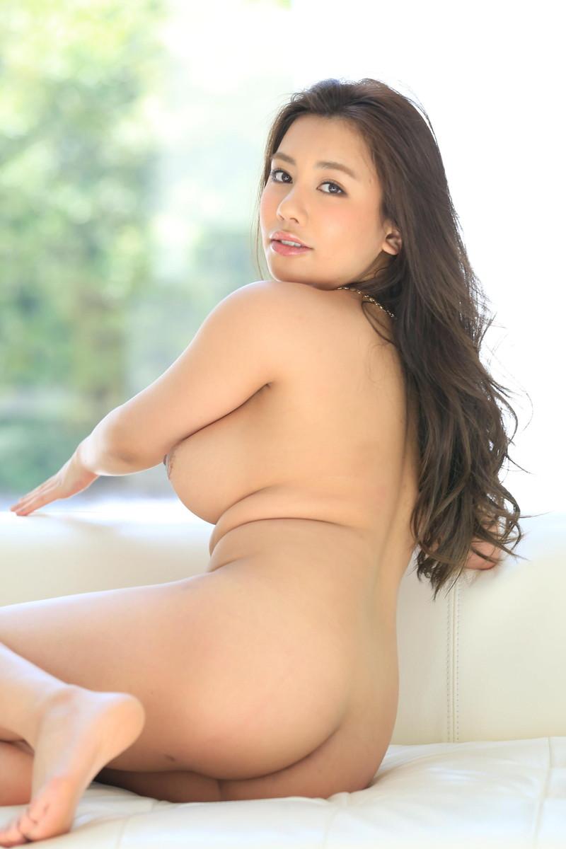松本メイさんのムチムチの美尻が…