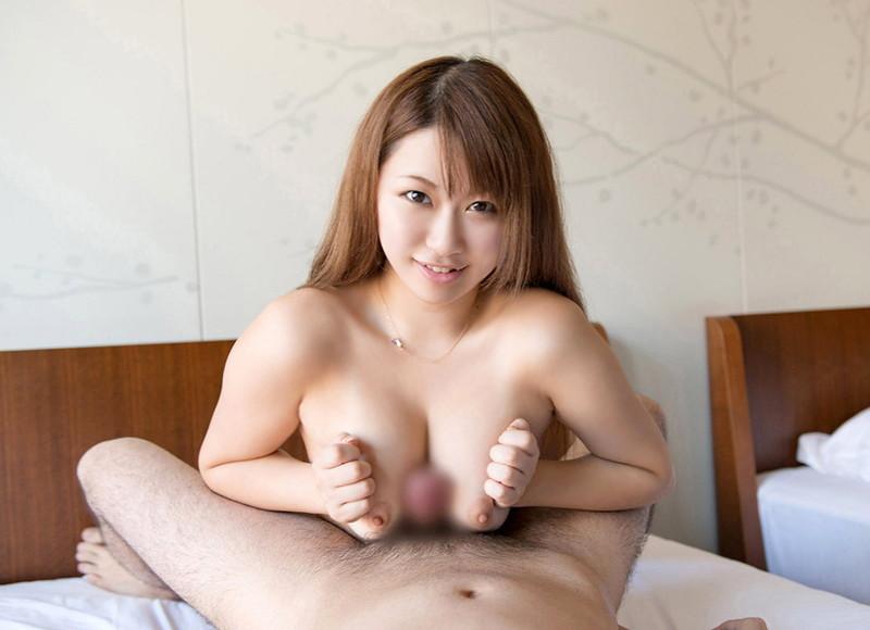 美白美少女の全裸でパイズリ!