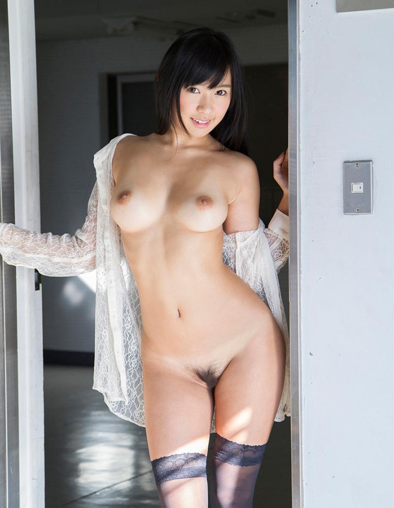 小倉奈々さんの全裸がそそる!