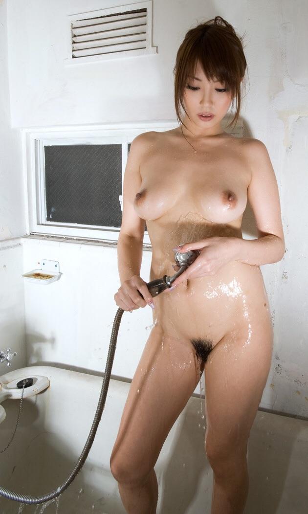 シャワーシーンで全裸がエロい!