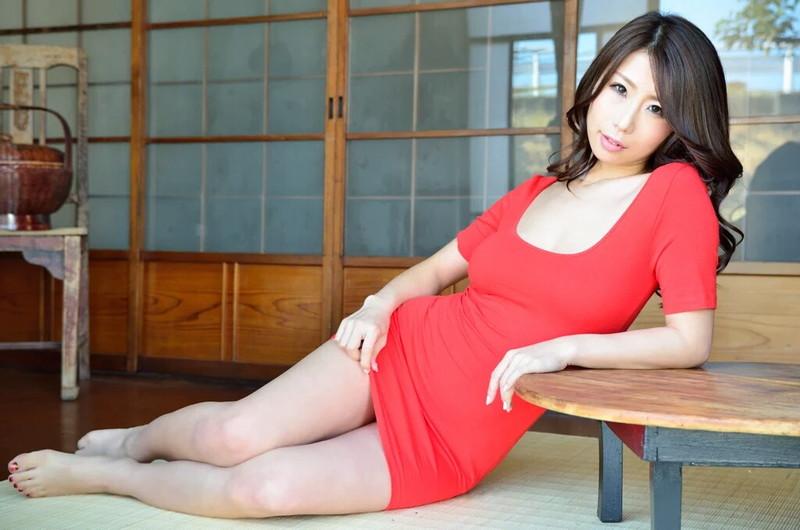 篠田あゆみさんのミニスカート!