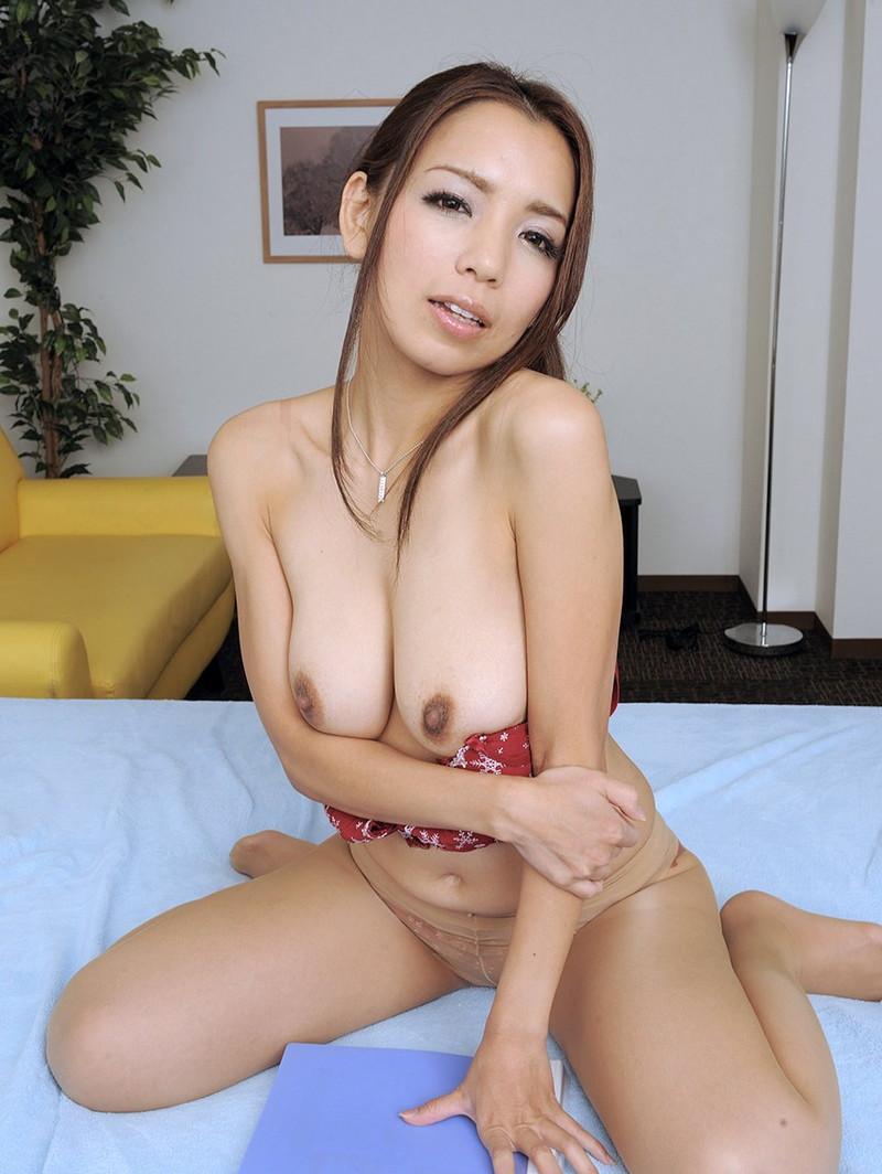 美熟女の垂れ乳!