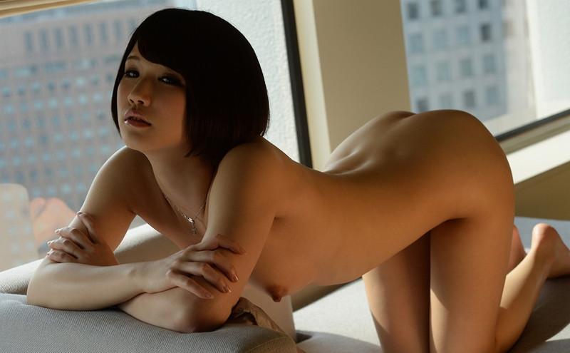 曲線美が美しい美女の全裸姿!