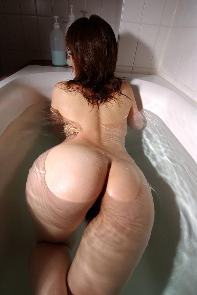 入浴中の巨尻が堪らん!